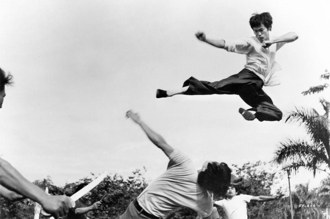 Flying kick bruce lee 26727091 1150 762 jpg
