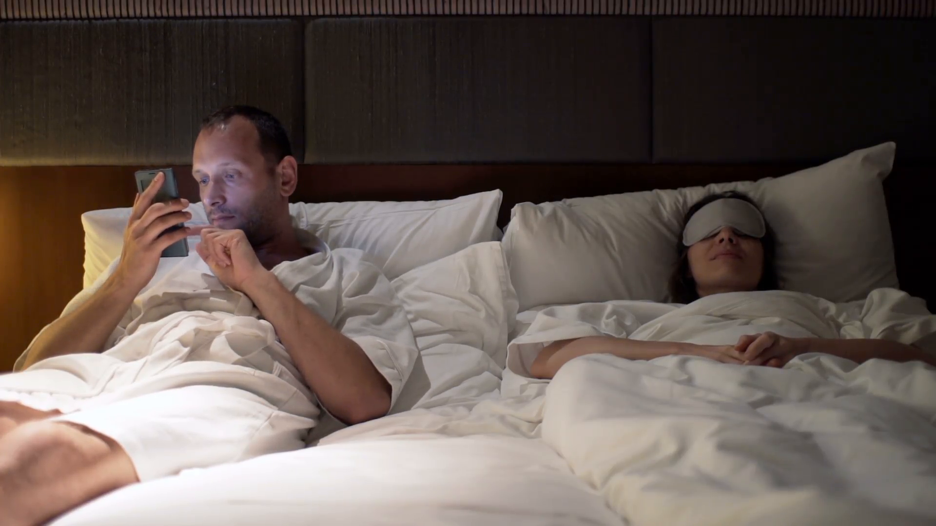 Young couple fighting arguing in bed at night man using smartphone n1vcwsizx  f0000 png