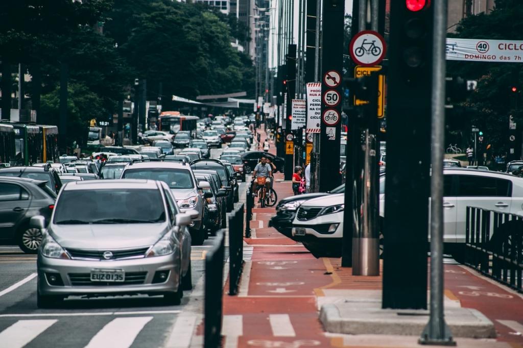 Cidade de sao paulo avenida paulista carros transito sao paulo cidade bicicleta 1024x682 jpg