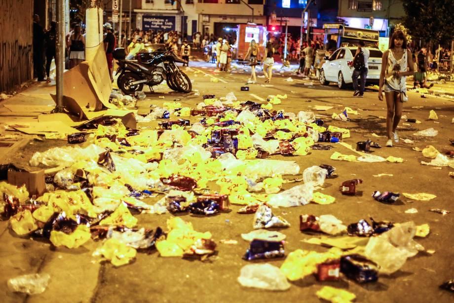 Lixo carnaval jpeg